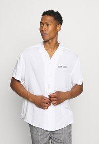 Mennace - SKULLS HEAD - Camicia - white - 2