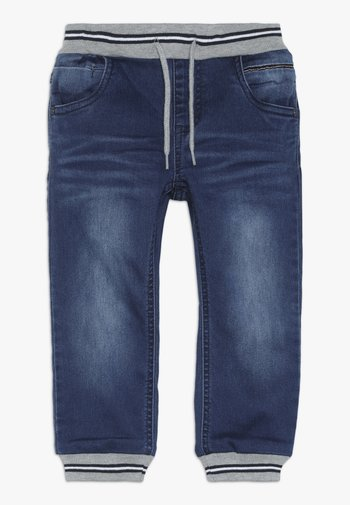 NMMBOB PANT - Jeans Tapered Fit - medium blue denim