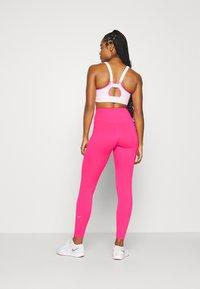 Nike Performance - ONE - Medias - hyper pink/white - 2