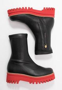 Paloma Barceló - ANAIS SUPREME - Platform ankle boots - black/red - 3