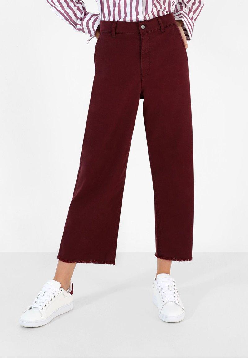 Scalpers - Flared Jeans - burgundy