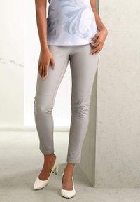 Alba Moda - Leather trousers - hellgrau - 8