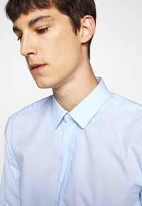 HUGO - ELISHA - Formal shirt - light pastel blue - 5