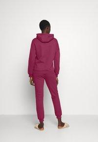 Anna Field - Hooded lounge set - Pyjama set - berry - 2