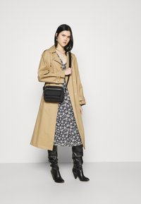 Vero Moda - CALF DRESS - Robe chemise - navy blazer - 1