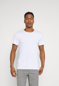 Weekday - OLIVER LIGHT - Basic T-shirt - white - 0
