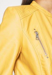 Vero Moda - Bunda zumělé kůže - gold - 5