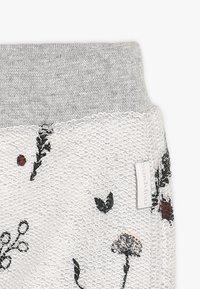 Noppies - PANTS REGULAR CALEDONIA BABY - Teplákové kalhoty - grey melange - 3