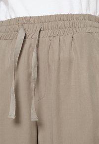 Lounge Nine - DITTA  PANT - Spodnie materiałowe - rock ridge - 3