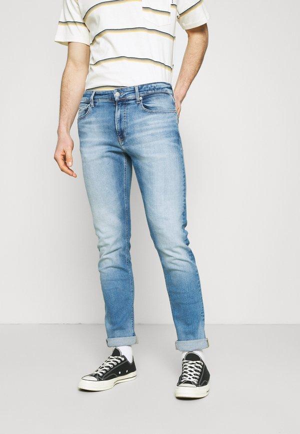 Calvin Klein Jeans Jeansy Slim Fit - denim light/jasnoniebieski Odzież Męska UCAV