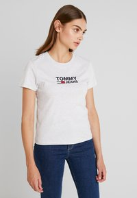 Tommy Jeans - TJW CORP LOGO TEE - T-shirts print - pale grey heather - 0
