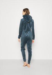 Hunkemöller - ONESIE SLIM - Pyjamas - dark teal - 2