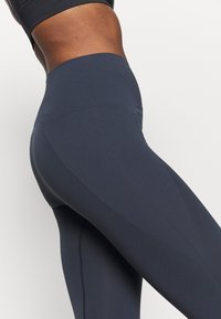 Filippa K - HIGH SEAMLESS LEGGING - Tights - coal - 5