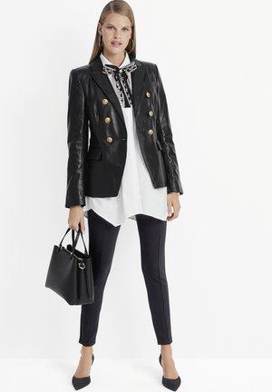 MIT PFENNIG-ABSATZ - Classic heels - schwarz