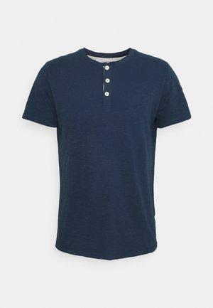 SLHDUKE SPLIT NECK TEE - Basic T-shirt - insignia blue
