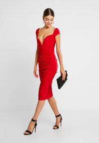 Missguided - V PLUNGE BARDOT RUCHED MIDI DRESS - Jerseykjole - red - 2