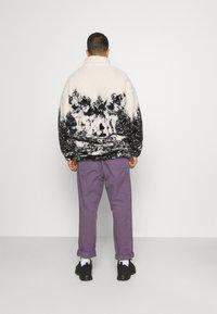 Jaded London - WOLF SCENE BORG JACKET - Winter jacket - ecru/dark grey - 2