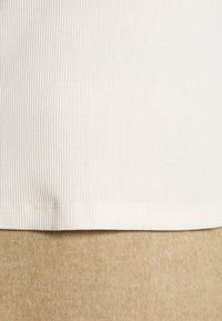 Calvin Klein Jeans - MOCK NECK TEE - Long sleeved top - soft cream - 6
