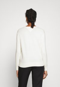 Tommy Jeans - SOFT TOUCH V NECK  - Sweter - snow white - 2
