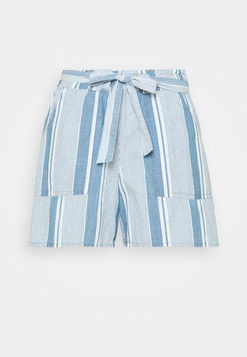 VMAKELA CHAMBRAY PAPERBAG - Denim shorts - light blue denim/white