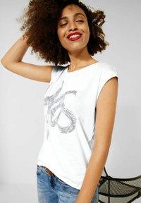 Street One - MIT SCHIMMER PRINT - Print T-shirt - weiß - 1