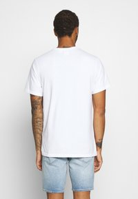Levi's® - AUTHENTIC CREWNECK TEE - T-shirt basic - white - 2