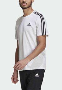 adidas Performance - T-shirt imprimé - white/black - 3