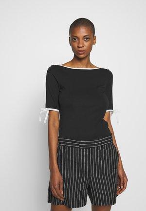 T-shirts med print - black