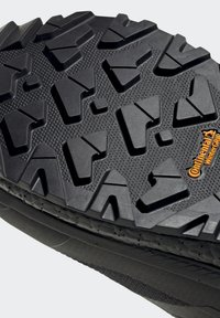 adidas Performance - TERREX BOOST COLD.RDY PRIMEKNIT HIKING SHOES - Chaussures de marche - schwarz / orange - 9