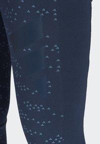 adidas Performance - ADIDAS SPORTSWEAR ALLOVER PRINT LEGGINGS - Collants - crenav - 4