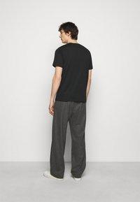 PS Paul Smith - MENS REGULAR FIT DINO - Print T-shirt - black - 2