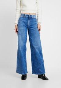 Pepe Jeans - DUA LIPA X PEPE JEANS  - Jeansy Dzwony - denim - 0