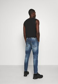 Alessandro Zavetti - ZIPOLLO CARROT - Jeans Tapered Fit - black - 2