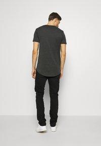 QS by s.Oliver - Slim fit jeans - black melange - 2