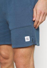 Marc O'Polo DENIM - FRONT POCKETS BACK POCKET - Shorts - grayish petrol - 4