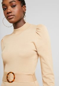 Missguided - PUFF SLEEVE BELTED MIDAXI DRESS - Jumper dress - nude - 5
