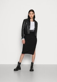 Calvin Klein Jeans - LOGO WAISTBAND SKIRT - Pencil skirt - black - 1