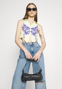 NEW girl ORDER - TRIBAL BUTTERFLY  - T-shirt print - yellow - 3