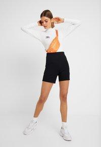 Umbro Projects - UMBRO CARA WOMEN - Bluzka z długim rękawem - bright white/stretch limo - 1