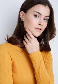 Pilgrim - EARRINGS WYNONNA - Earrings - hematite color - 1