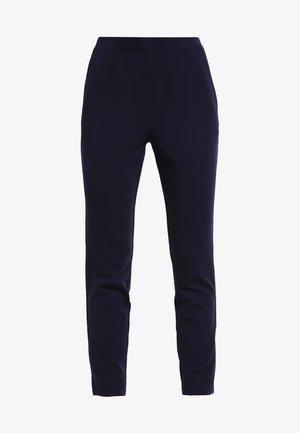 TANNY - Spodnie materiałowe - navy sky