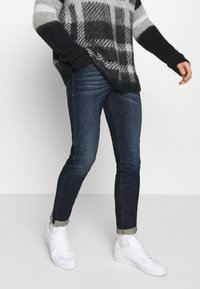 Diesel - D-STRUKT - Slim fit jeans - 009hn - 0