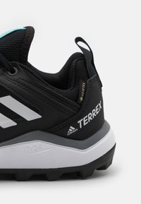 adidas Performance - TERREX AGRAVIC TR GTX - Løpesko for mark - core black/crystal white/acid mint - 5