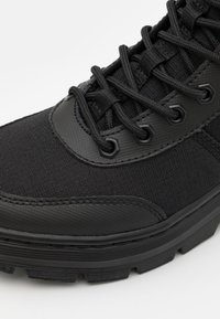Dr. Martens - COMBS TECH -8 EYE BOOT UNISEX - Lace-up ankle boots - black - 5