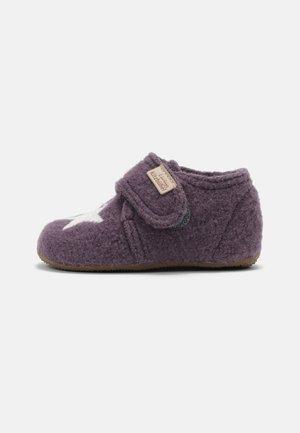 Spedbarnsko - vintage violett