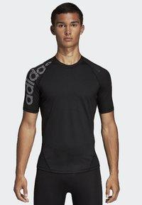 adidas Performance - ALPHASKIN BADGE OF SPORT TEE - T-shirt z nadrukiem - black - 0