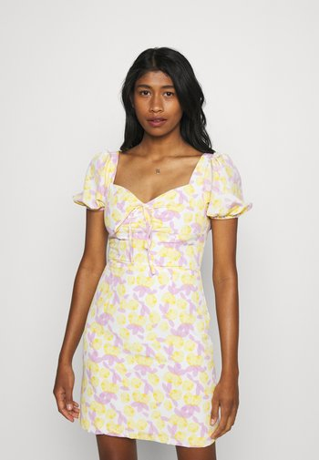 MAYA MINI DRESS WITH PUFF SHORT SLEEVES - Kjole - lemon lilac print