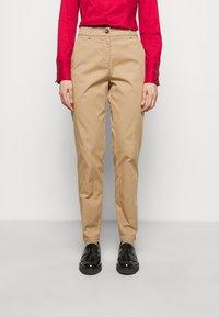 HUGO - HECIA - Chino kalhoty - light beige - 0
