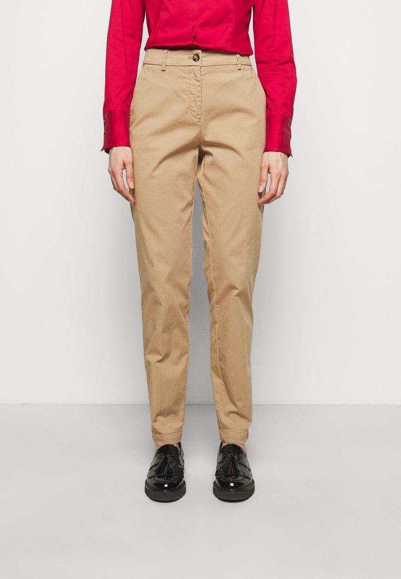 HUGO - HECIA - Chino kalhoty - light beige
