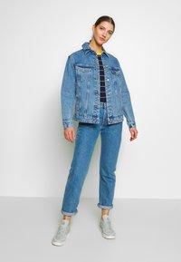 Vero Moda - VMKATRINA LOOSE JACKET MIX - Denim jacket - light blue denim - 1